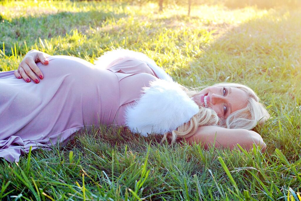 Winter Maternity Photos with Joleen Pete Photography