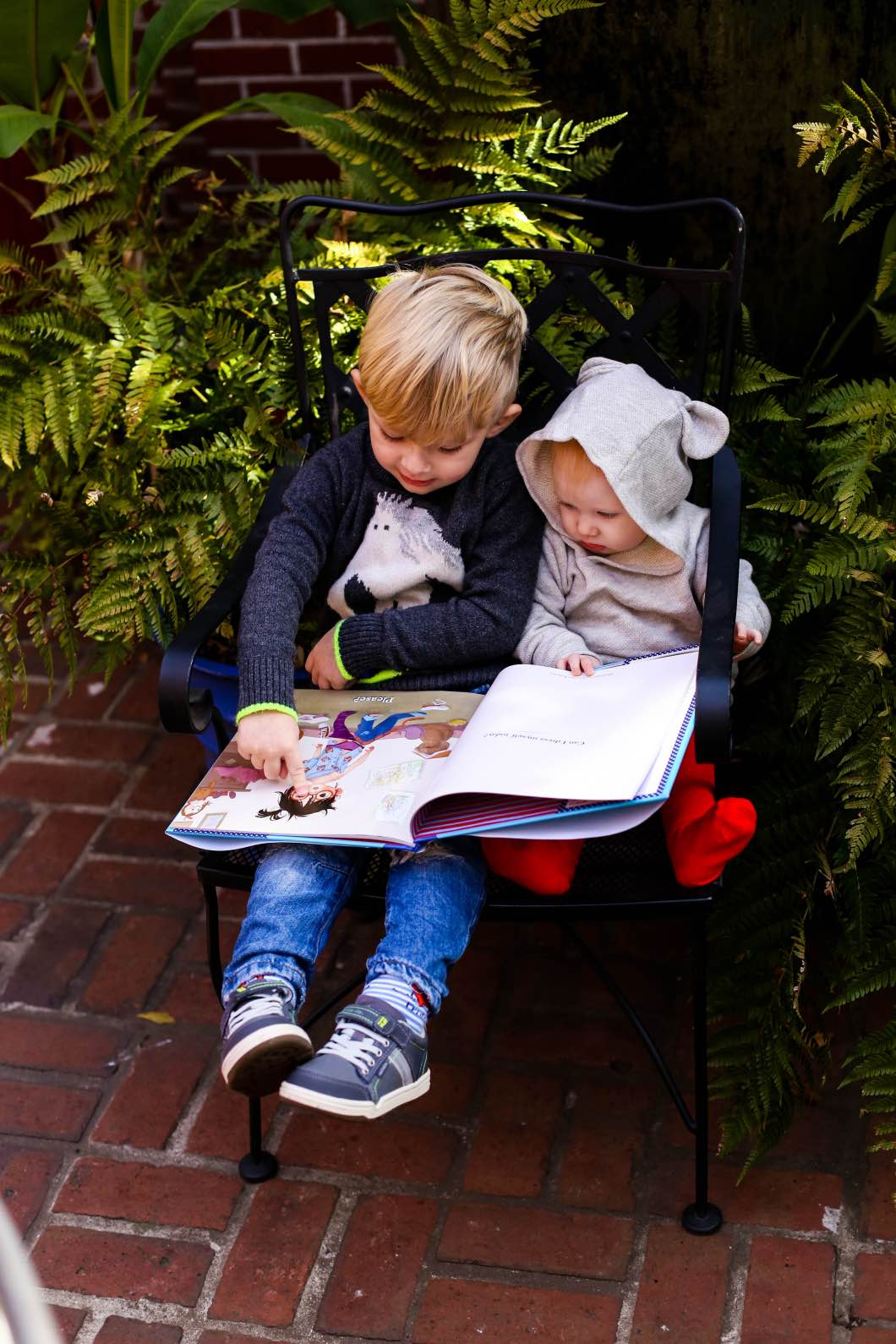 Kids Reading Together Give Please a Chance