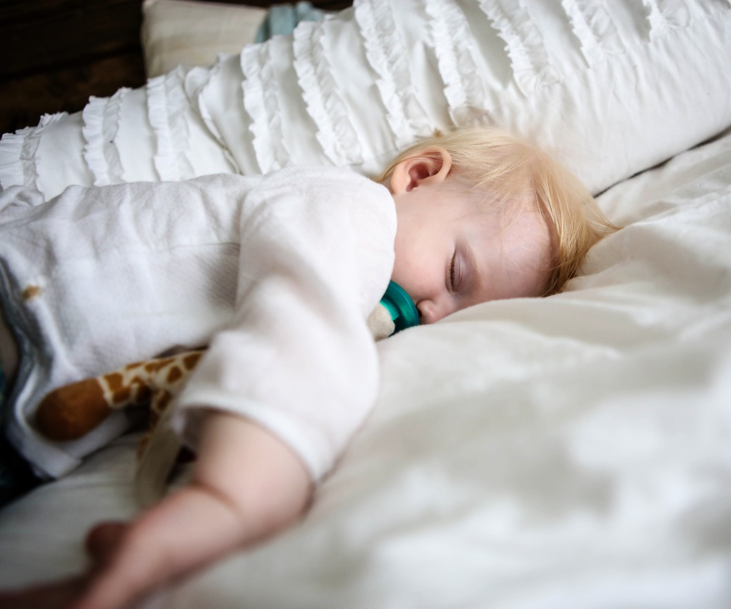 How to Get Baby to Sleep Better with Oilogic - Essential Oils For Sleep by lifestyle blogger Jessica of Happily Hughes