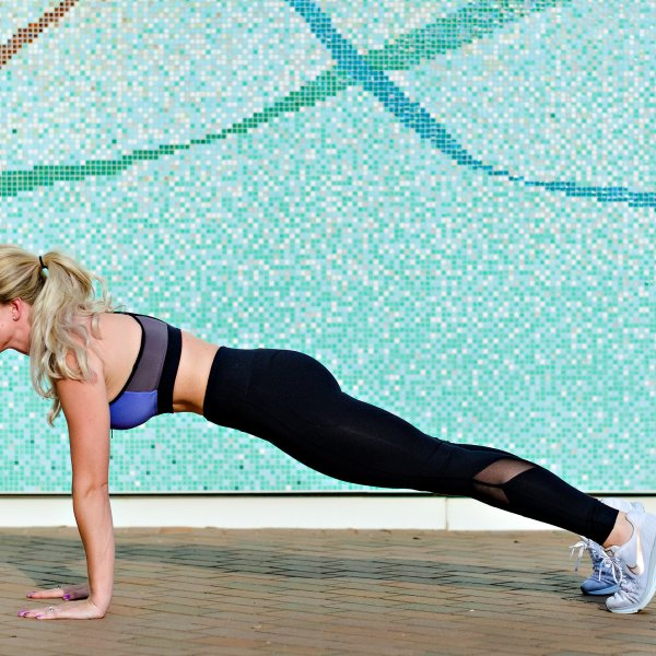 Plank Challenge Week 4 by popular Atlanta fitness blogger Happily Hughes