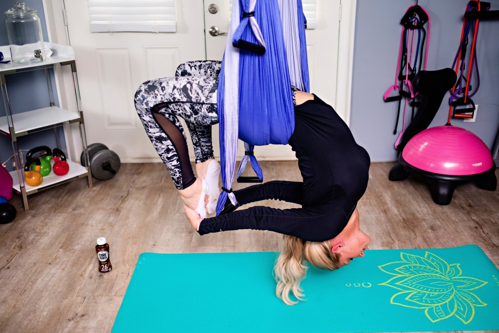 Looking for a few persct stretching exercises? Popular Atlanta Blogger Happily Hughes is sharing her top favorite stretching exercises here!
