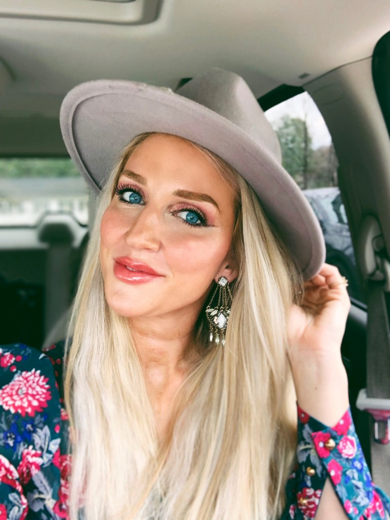Popular Atlanta lifestyle blogger Happily Hughes shares her March Stories with you in this latest post. Click here now to check it out!