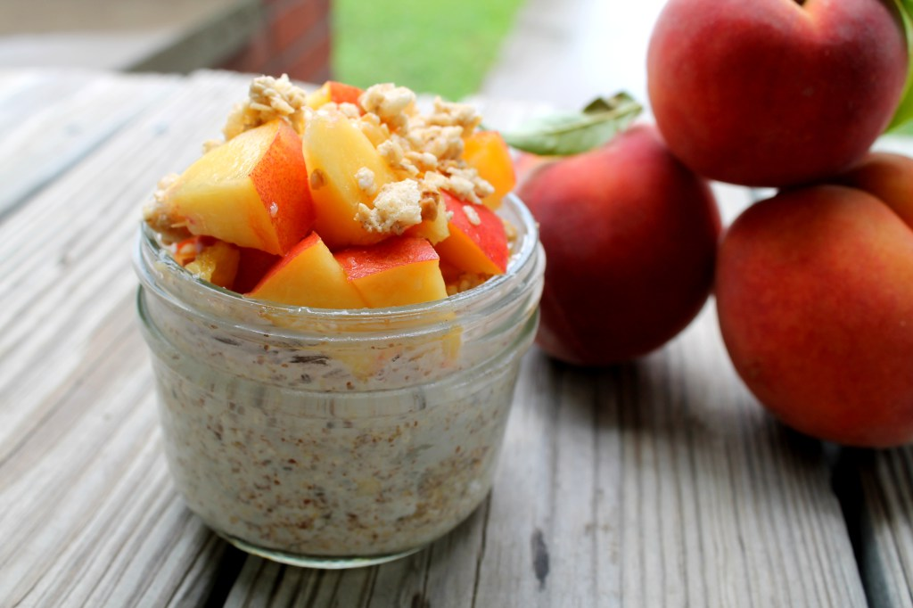 Peachy Crunch Overnight Oats   read more at happilythehicks.com