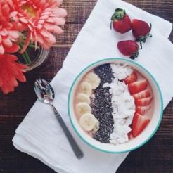 Strawberry Banana Smoothie | read more at happilythehicks.com