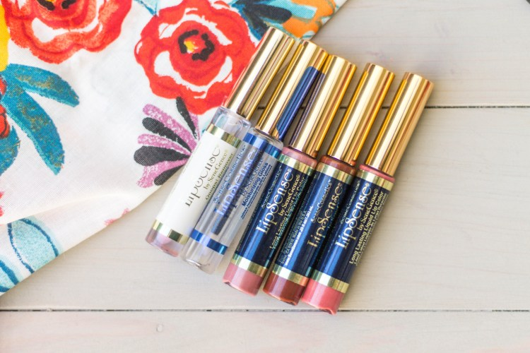 You will love this amazing lip product. No longer do you need to rely on your chapstick to give you the soft, beautiful lips that you are looking for! LipSense Review | read more at happilythehicks.com