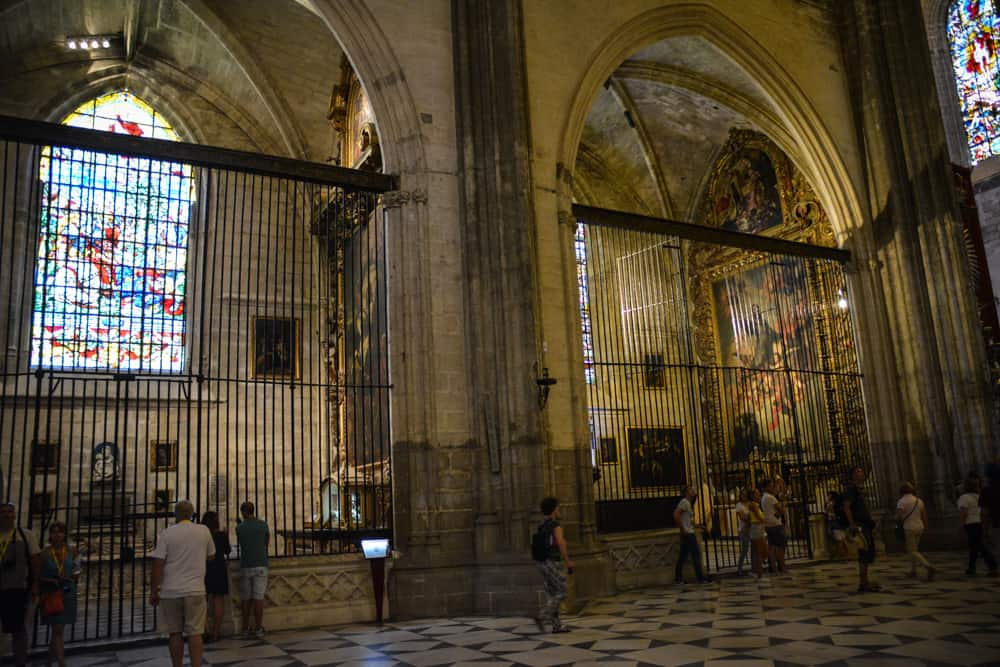 There are 80 beautiful side chapels in the cathedral.
