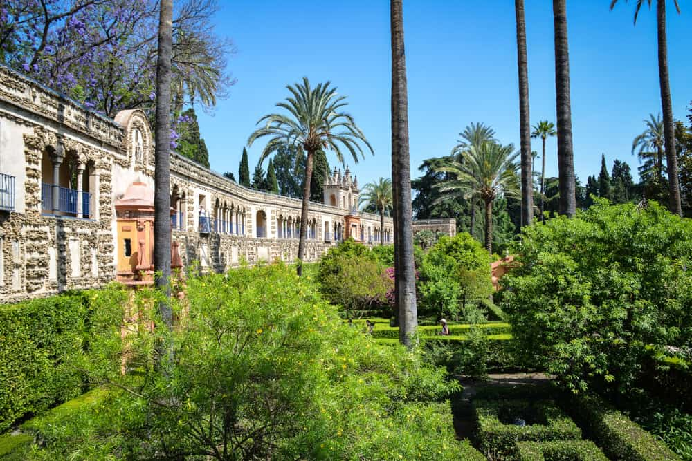 The gardens were built with the purpose of bringing enjoyment and pleasure to the palace dwellers.