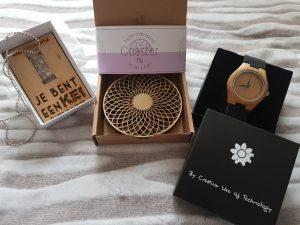 Houten producten, bewerkt met een laser. Onder andere een persoonlijke gravering in het houten horloge met lederen bandjes.