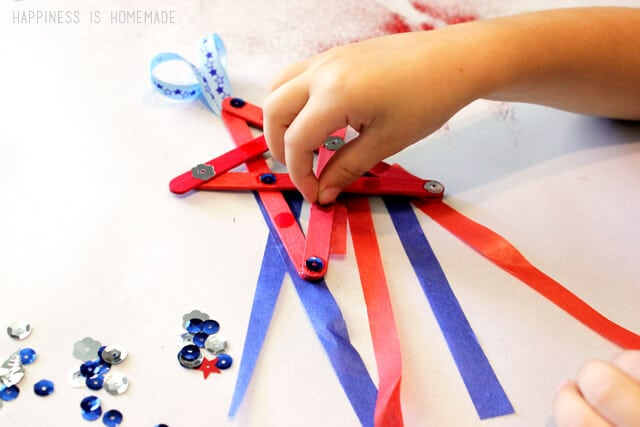 4th of July Kids Craft Idea - Star Streamers