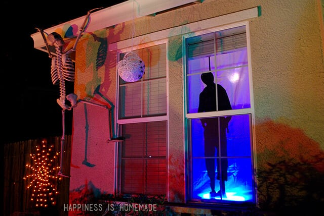 Skeletons on the house Halloween Decoration