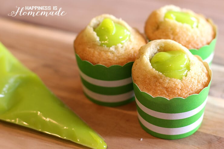 Filling Cupcakes with Green Lemon Curd Slime