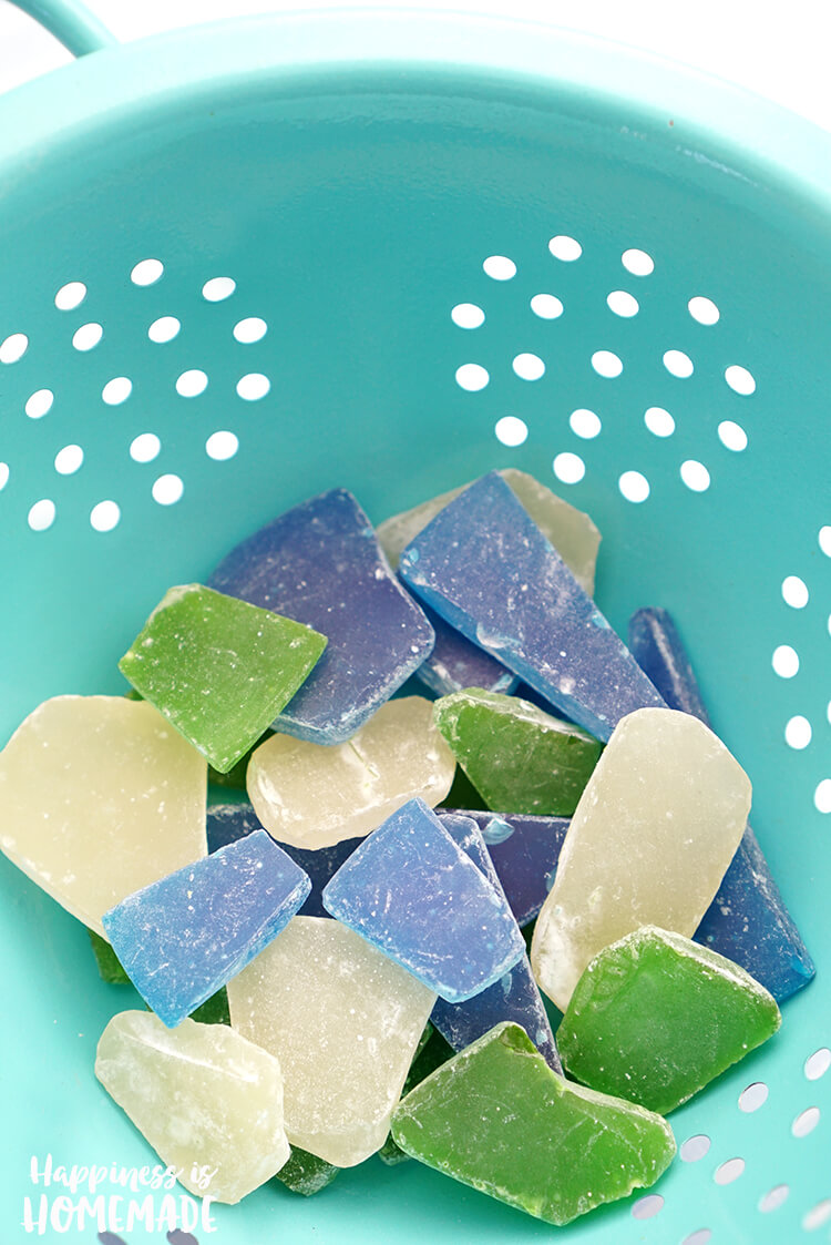 Homemade Seaglass Sea Glass Candy - Edible sea glass candy is super quick and easy to make, so it's the perfect party favor for your next ocean or beach themed party or wedding!