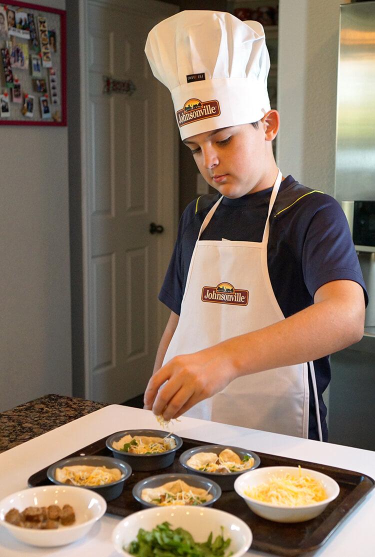 kids-making-deep-dish-breakfast-pizzas