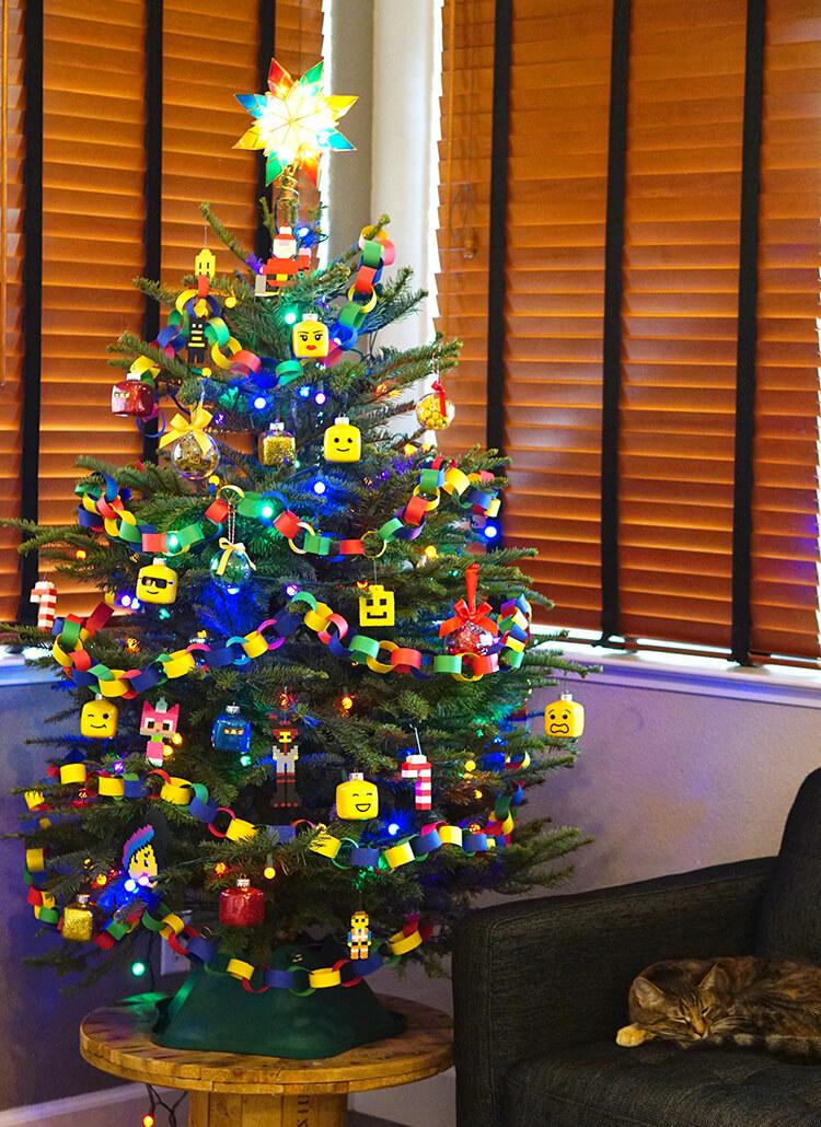 lego-themed-christmas-tree