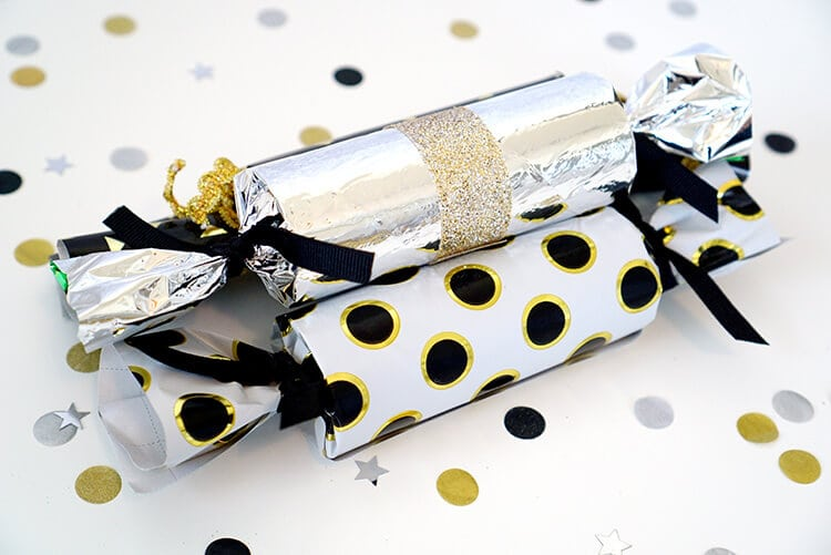 new-years-eve-party-crackers