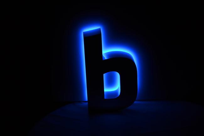 Enseigne lumineuse à LED lettres 3D rétro éclairée en plexiglas transparent Happy Light Enseignes