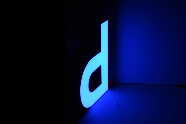 Enseigne lumineuse à LED lettres boitiers en plexiglas diffusant Happy Light Enseignes