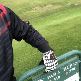Chess golfhandske på nya äventyr