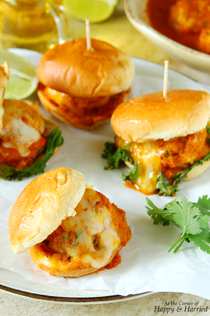 cheesy-chicken-meatball-sliders-with-roasted-red-pepper-tomato-sauce