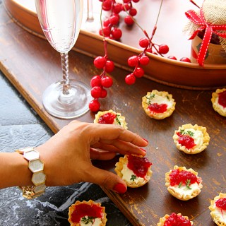 Cranberry & Cream Cheese Mini Phyllo Bites {Christmas Party Appetizers}