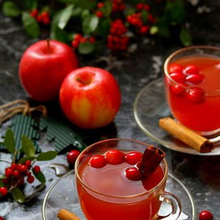 Mulled Apple Cider With Cranberries & Oranges
