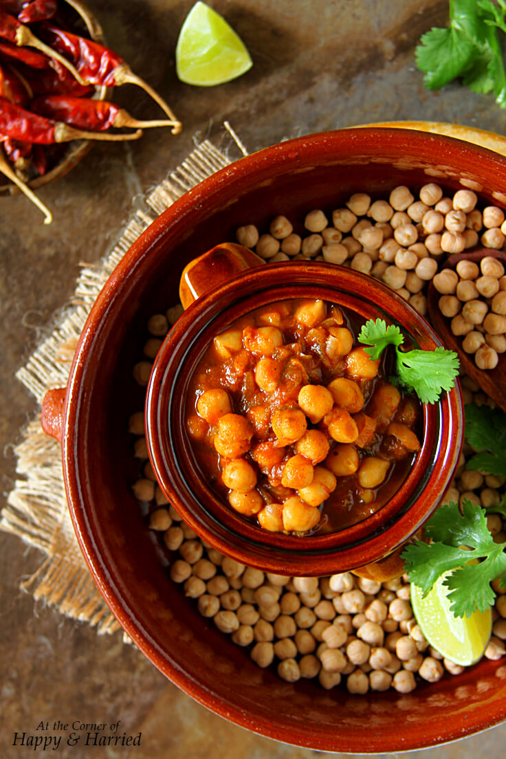 CHOLEY MASALA OR CHANA MASALA {INDIAN CHICKPEA CURRY}