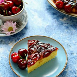 UPSIDE-DOWN CHERRY CAKE - HAPPY&HARRIED
