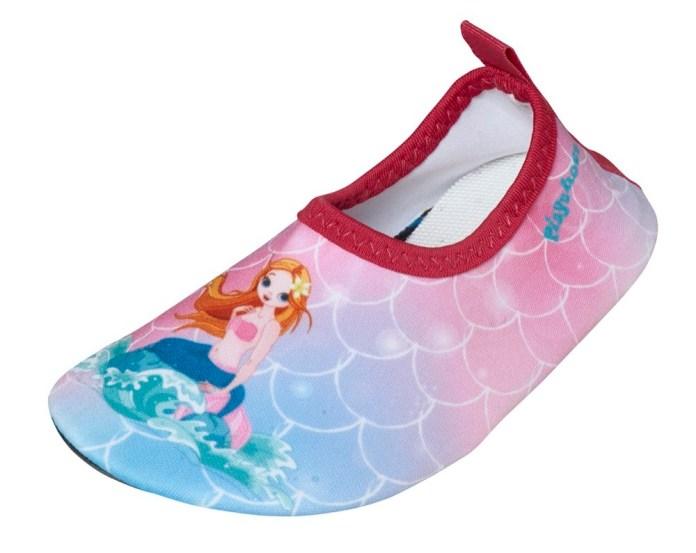 Die leichten Barfußschuhe mit UV-Schutz von Playshoes sorgen dafür, dass man die Schuhe an den Füßen beim Toben ganz schnell vergisst  – aber dennoch vor heißem Sand und scharfen Steinen geschützt ist.