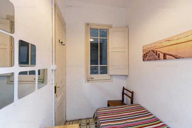 Compartir piso con WIFI barato estudiantes Barcelona con cama individual
