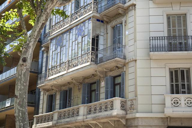 Grande edificio apartamento compartido con jovenes Barcelona