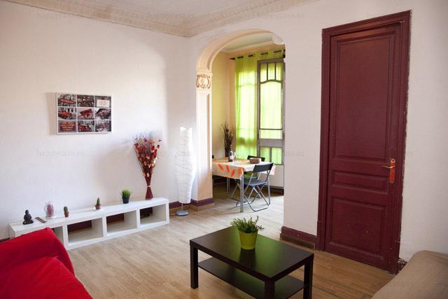 Apartamento con salón para compartir Barcelonaluminoso barato