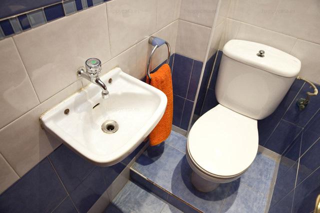Aseo en cuarto de baño espacioso Barcelona metro Girona