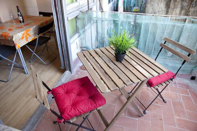 Terraza soleada en piso compartido Barcelona Eixample Derecho