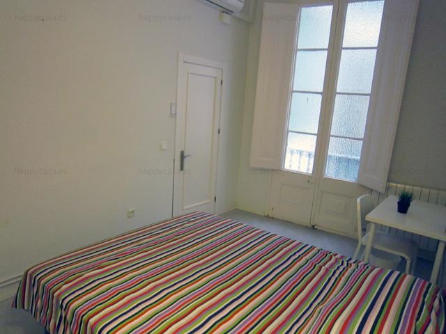 Private balcony flat to share barcelona