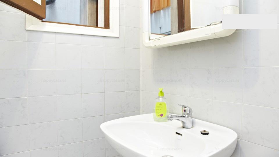 Habitación en apartamento compartido Barcelona con bañera