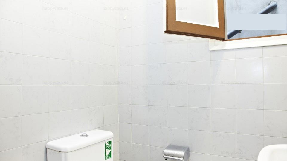 Dormitorio barato con dos baños en Barcelona Lesseps