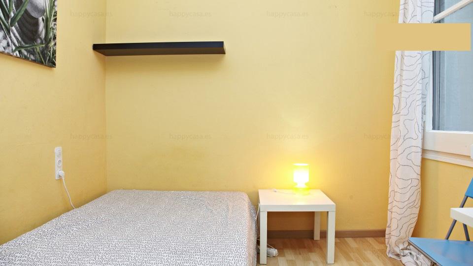 Alquilar habitación privada Barcelona con cama doble L3