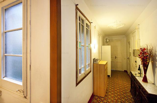 Alquiler de habitación en Barcelona en piso grande de Erasmus L2