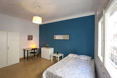 Habitación cerca de todo cama doble en piso estudiantes Barcelona