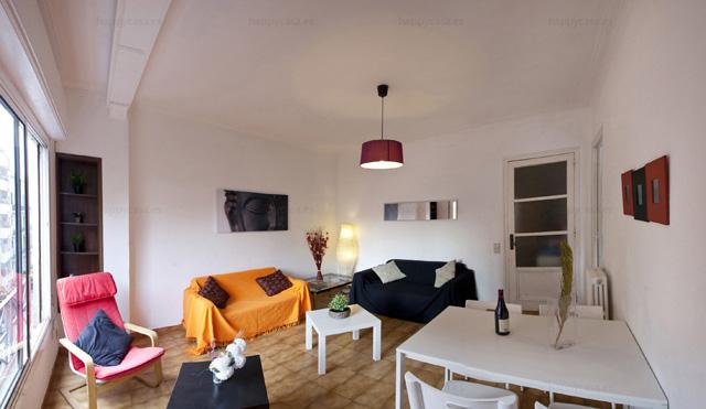 Alquiler de habitación en Barcelona con salón luminoso Grácia