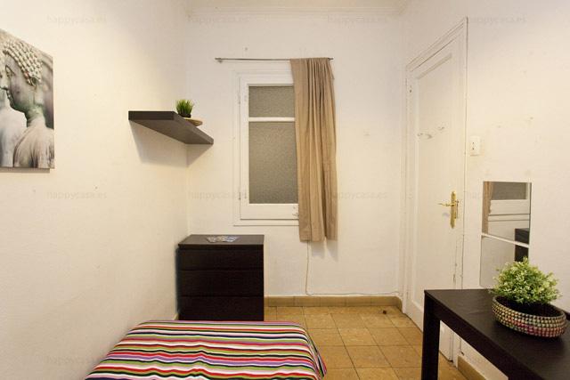 Alojamiento universitario Barcelona cuarto barato L3