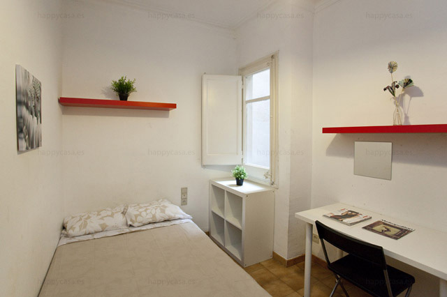 Dormitorio barato en Barcelona cama doble Parque Güell