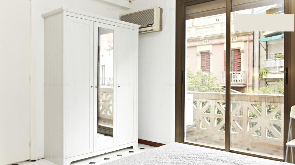 Dormitorio grande y barato en Barcelona Happycasa Grácia