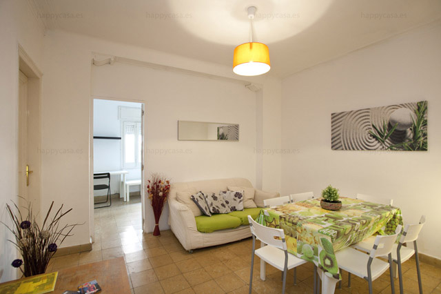 Busco habitación en piso internacional con salón Barcelona L3