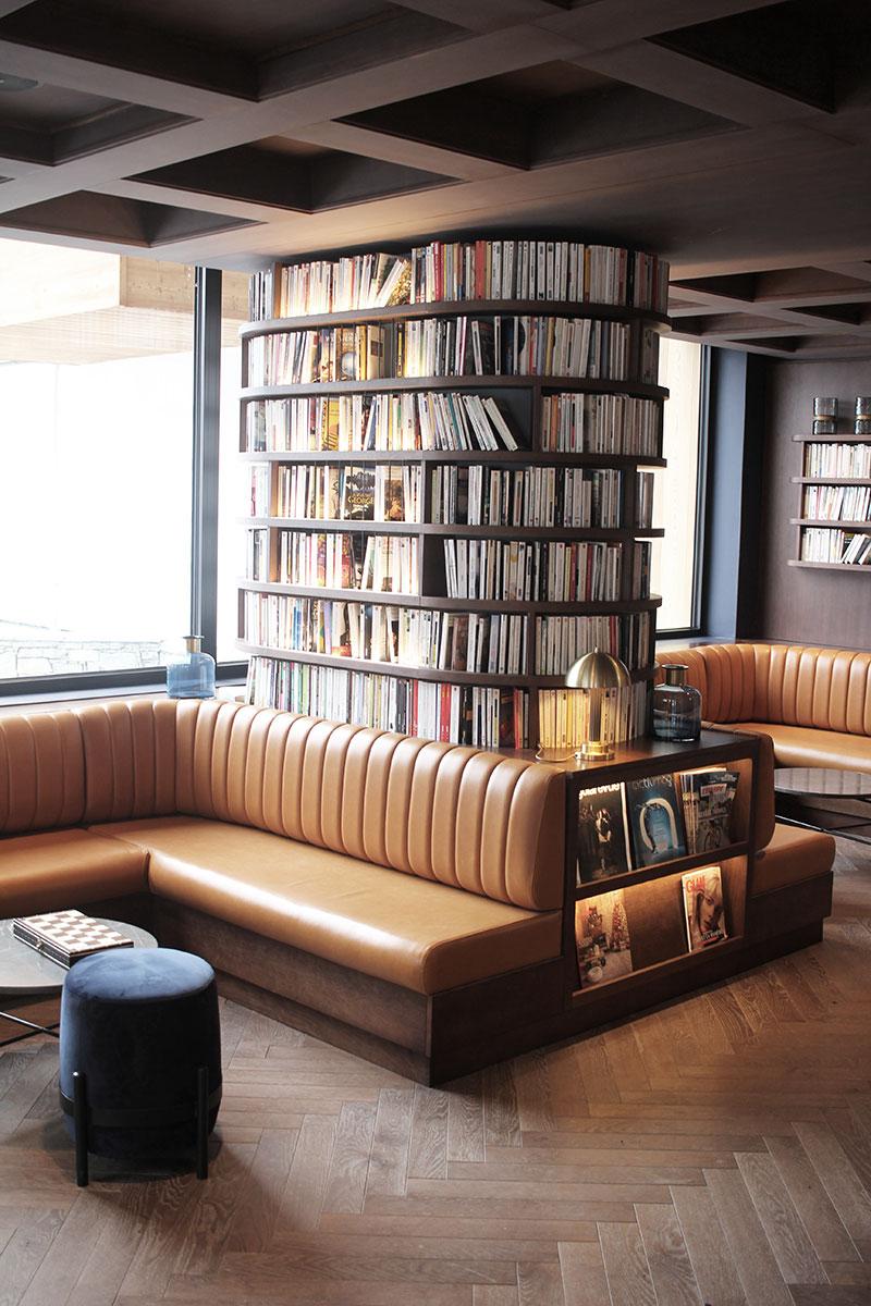 La bibliothèque et ses livres de l'hôtel St-Alban