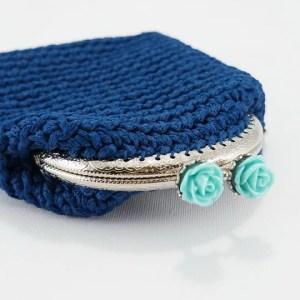 Πλεκτό πορτοφόλι με το βελονάκι σε μπλε χρώμα