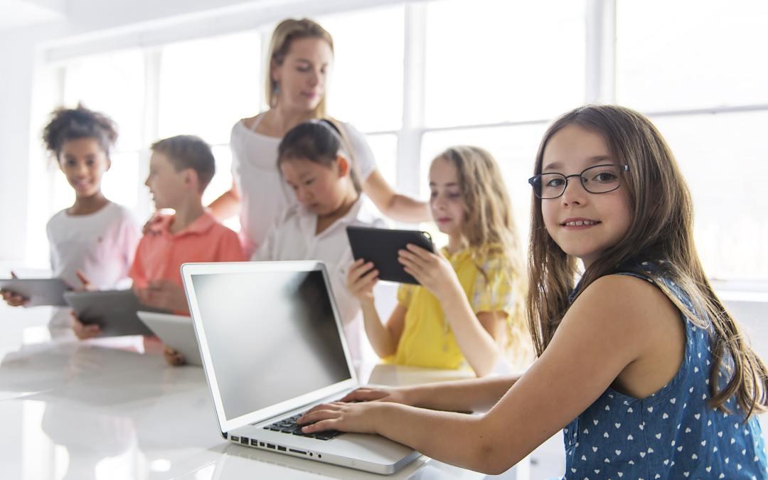 Entenda a importância da educação digital para as crianças