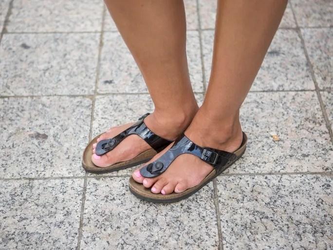 happy-feet-plus-birkenstock-gizeh-sandal-black-thong