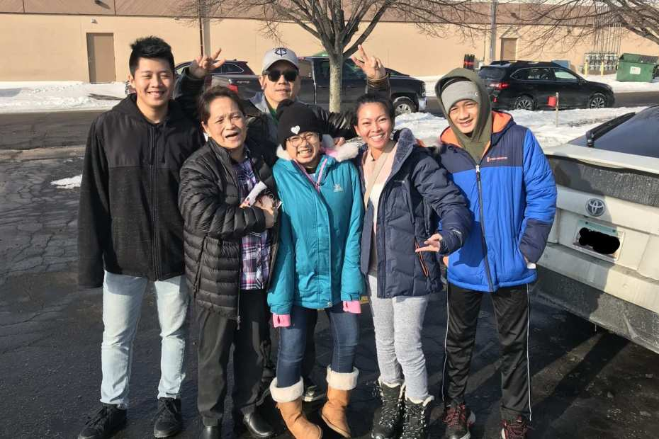 Filipino family portrait outside in saint cloud minnesota