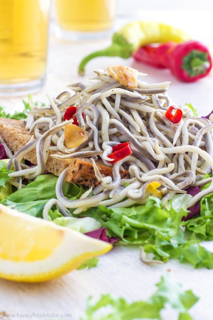 Spicy Garlic Angulas. Spanish seafood tapas recipe. Only 5 ingredients! | happyfoodstube.com